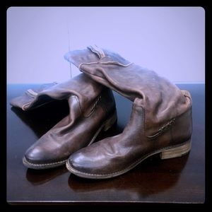 Frye Leather boot W size 9 1/2.